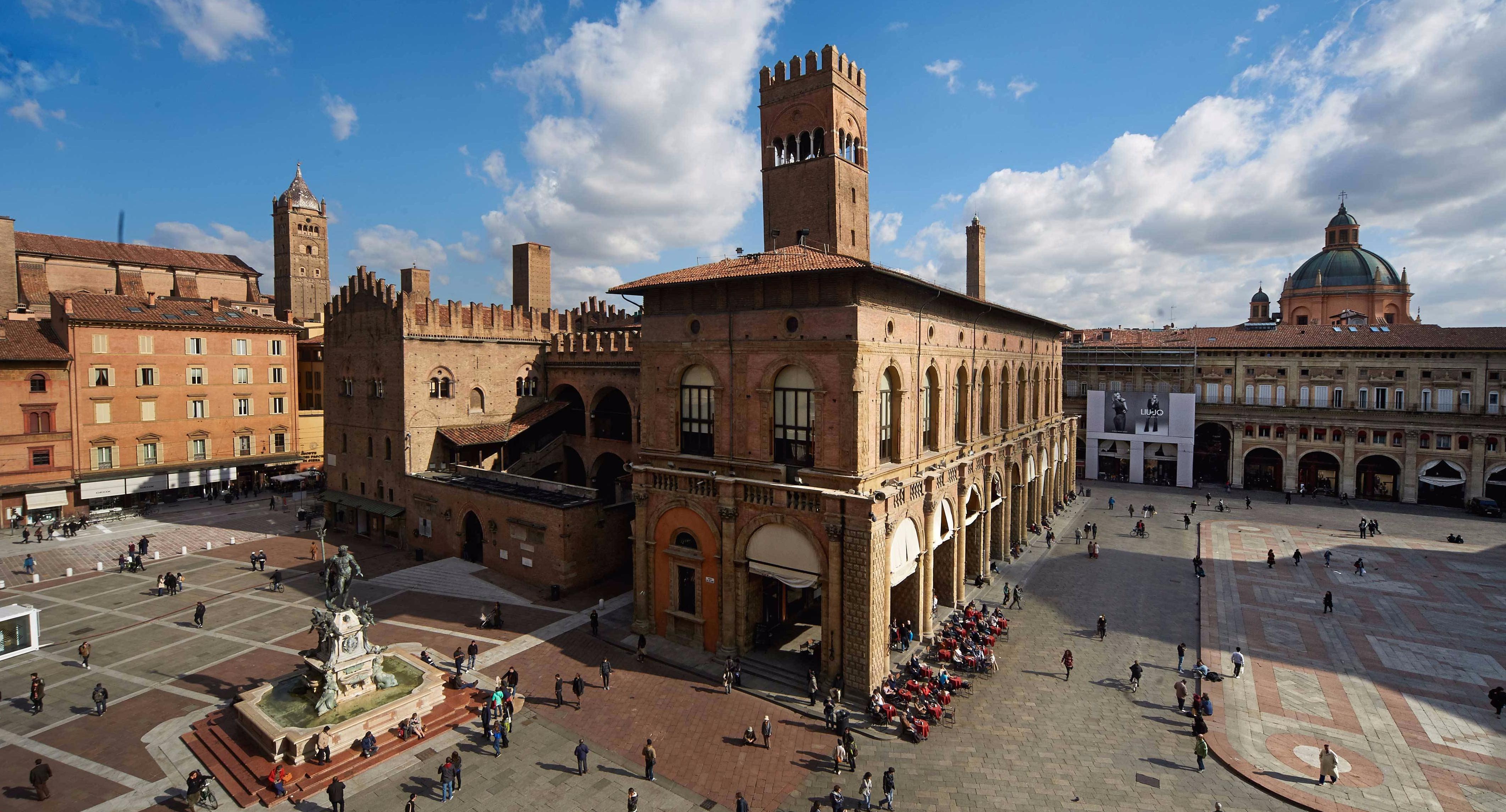 veduta-su-piazza-maggiore-bologna.jpg